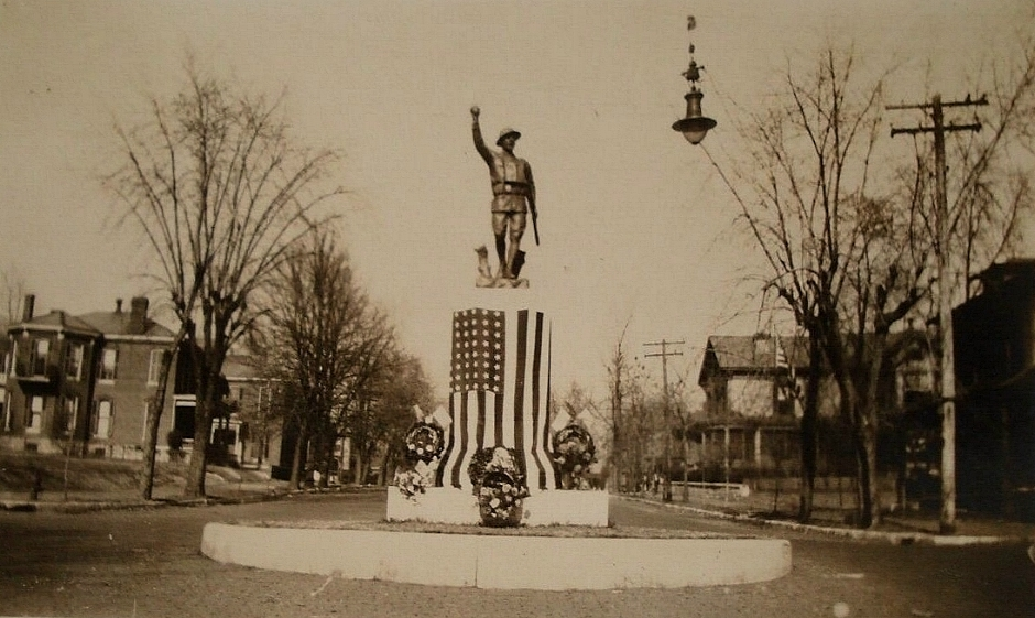 The Alton Doughboy on 11/11/1923, one year after its dedication, at its original location at Henry and Fifth Streets.